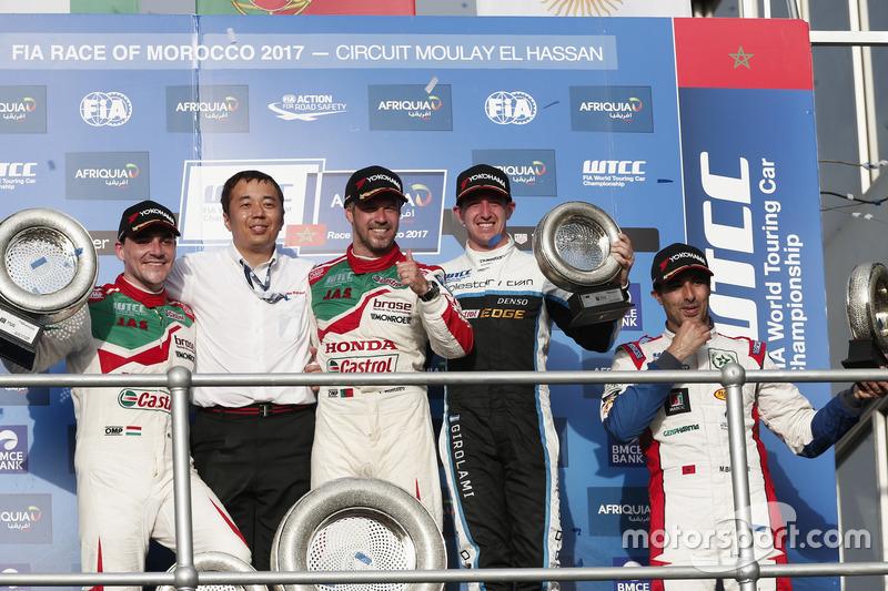 المنصة: الفائز بالسباق تياغو مونتيرو، هوندا، المركز الثاني نوربرت ميشيلز، هوندا، المركز الثالث ثيد بيورك، فولفو