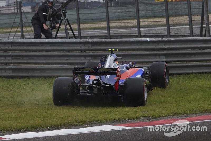 Carlos Sainz Jr., Scuderia Toro Rosso STR12, spins