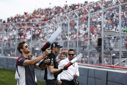 Romain Grosjean, Haas F1 Team, Esteban Ocon, Force India