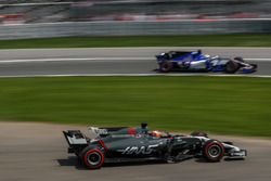 Romain Grosjean, Haas F1 Team VF-17 and Marcus Ericsson, Sauber C36