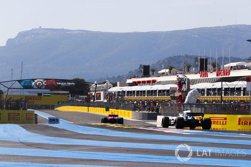 Sebastian Vettel, Ferrari SF71H, devant Lance Stroll, Williams FW41