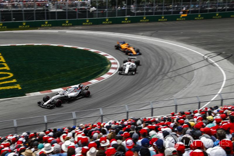 Sergey Sirotkin, Williams FW41, precede Marcus Ericsson, Sauber C37