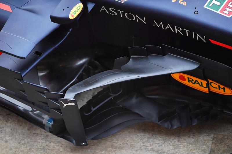 Red Bull Racing RB14 detalle de pontón y barcaza