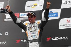 Podio: Mikel Azcona, PCR Sport Cupra TCR