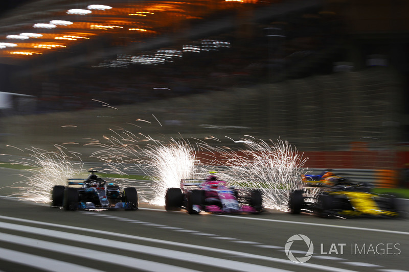 Льюис Хэмилтон, Mercedes AMG F1 W09, Эстебан Окон, Sahara Force India VJM11, Нико Хюлькенберг, Renault Sport F1 Team RS18, и Фернандо Алонсо, McLaren MCL33