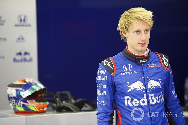Brendon Hartley, Toro Rosso, in the garage