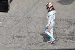 Lewis Hamilton, Mercedes-AMG F1 walks in during qualifying