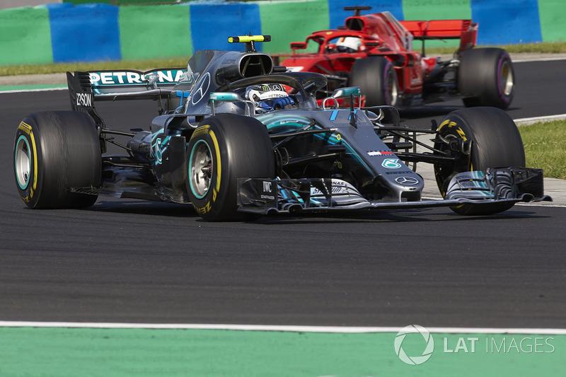 Valtteri Bottas, Mercedes AMG F1 W09, y Sebastian Vettel, Ferrari SF71H
