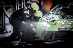Pit stop, #19 GRT Grasser Racing Team Lamborghini Huracan GT3: Ezequiel Perez Companc, Raffaelle Gianmaria, Marco Mapelli