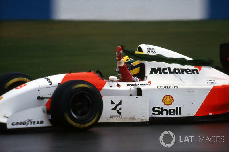 Ayrton Senna, McLaren Ford MP4/8 fête sa victoire
