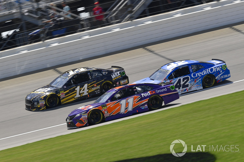 Clint Bowyer, Stewart-Haas Racing, Chevrolet Camaro WIX Filters, Denny Hamlin, Joe Gibbs Racing, Toyota Camry FedEx Ground, Kyle Larson, Chip Ganassi Racing, Chevrolet Camaro Credit One Bank