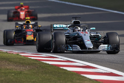 Lewis Hamilton, Mercedes AMG F1 W09, Max Verstappen, Red Bull Racing RB14 Tag Heuer