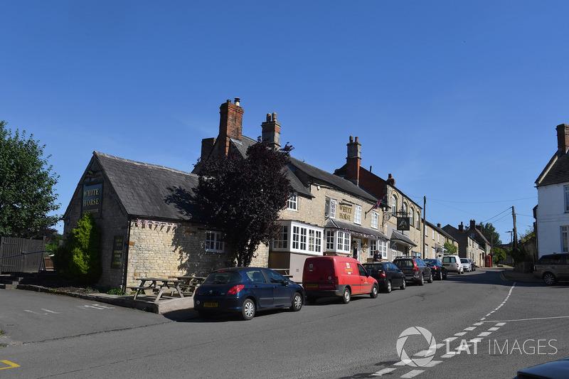 Le village de Silverstone et le pub White Horse