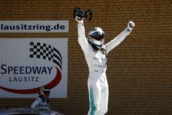 Il vincitore della gara Gary Paffett Mercedes-AMG Team HWA