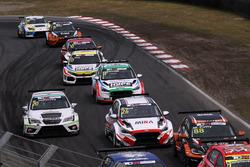 Francisco Mora, M1RA Hyundai i30 N TCR,Márk Jedlóczky, JLG Sport Cupra TCR, Loris Cencetti, Autodis Racing by Piro Sports Hyundai i30 N TCR