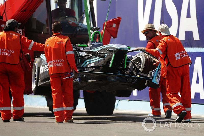 Marshals recover the car of Nelson Piquet Jr., Jaguar Racing, after a crash