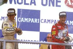 Podium: racewinnaar Nelson Piquet, Williams, derde plaats Nigel Mansell, Williams