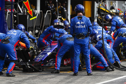 Brendon Hartley, Toro Rosso STR13, pitstop