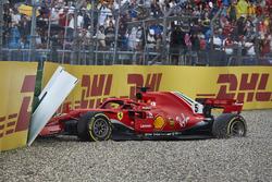 Sebastian Vettel, Ferrari SF71H, crashes out of the race