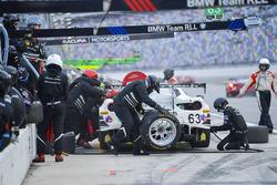 #63 Scuderia Corsa Ferrari 488 GT3, GTD: Cooper MacNeil, Alessandro Balzan, Gunnar Jeannette, Jeff Segal pit stop