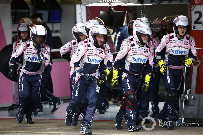 Force India mechanics in action