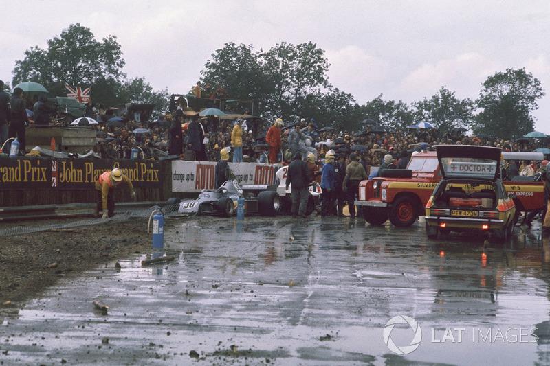 Заявочный лист Гран При включал в себя 30 гонщиков. Но после богатых на инциденты этапов в Великобритании (на фото) и Германии в командах наблюдалась нехватка автомобилей