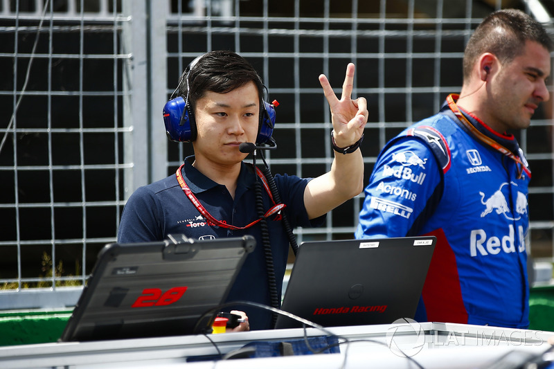 A Toro Rosso Honda engineer on the grid