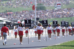 Grid girls in position before the race