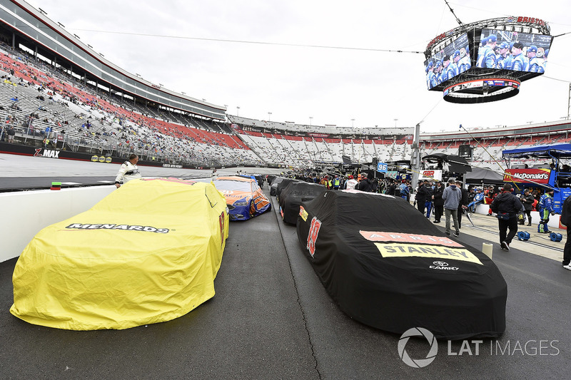 Red flag on pit road