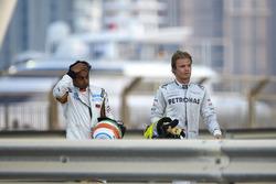 Nico Rosberg, Mercedes AMG, and Narain Karthekeyan, HRT, after their collision