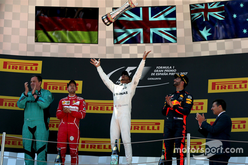 Podio: ganador de la carrera Lewis Hamilton, Mercedes AMG F1; Sebastian Vettel, Ferrari el segundo lugar y tercer lugar Daniel Ricciardo, Red Bull Racing