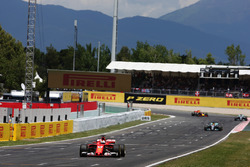 Sebastian Vettel, Ferrari SF70H, Lewis Hamilton, Mercedes AMG F1 W08, Valtteri Bottas, Mercedes AMG F1 W08, Daniel Ricciardo, Red Bull Racing RB13