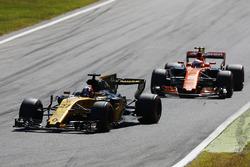 Nico Hulkenberg, Renault Sport F1 Team Team RS17, Stoffel Vandoorne, McLaren MCL32