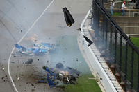 Crash: Scott Dixon, Chip Ganassi Racing, Honda; Jay Howard, Schmidt Peterson Motorsports, Honda