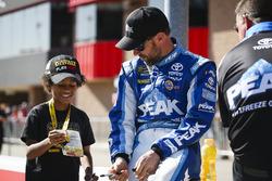 Matt Kenseth, Joe Gibbs Racing Toyota with a young fan