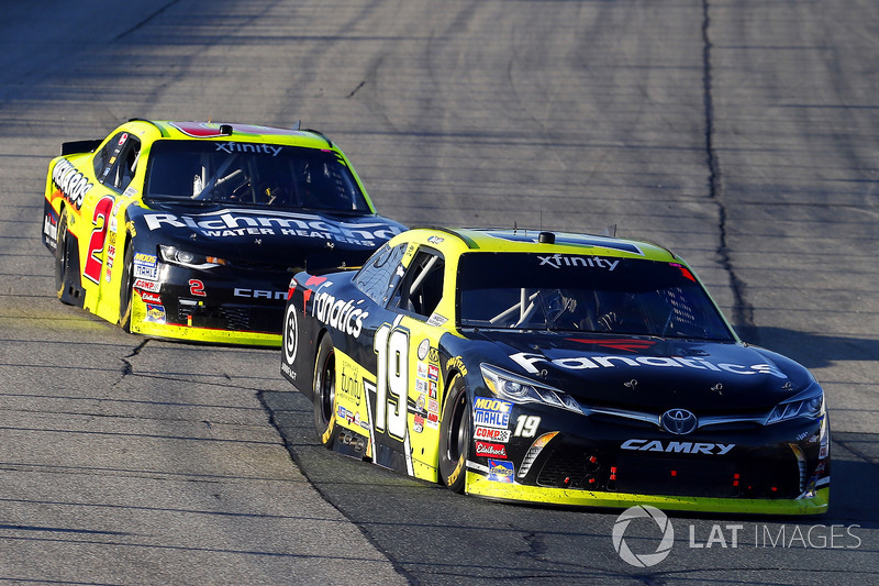 Matt Tifft, Joe Gibbs Racing Toyota y Ben Kennedy, GMS Racing Chevrolet