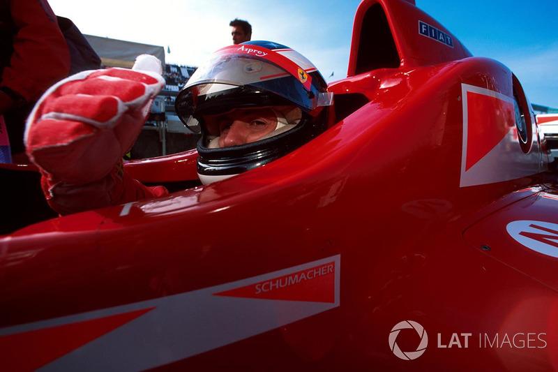 Proteção lateral para a cabeça dos pilotos