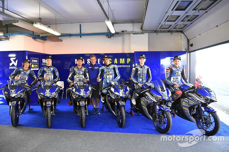 Керуючий директор Yamaha Motor Racing Лін Джарвіс та учасники четвертого Yamaha VR46 Master Camp