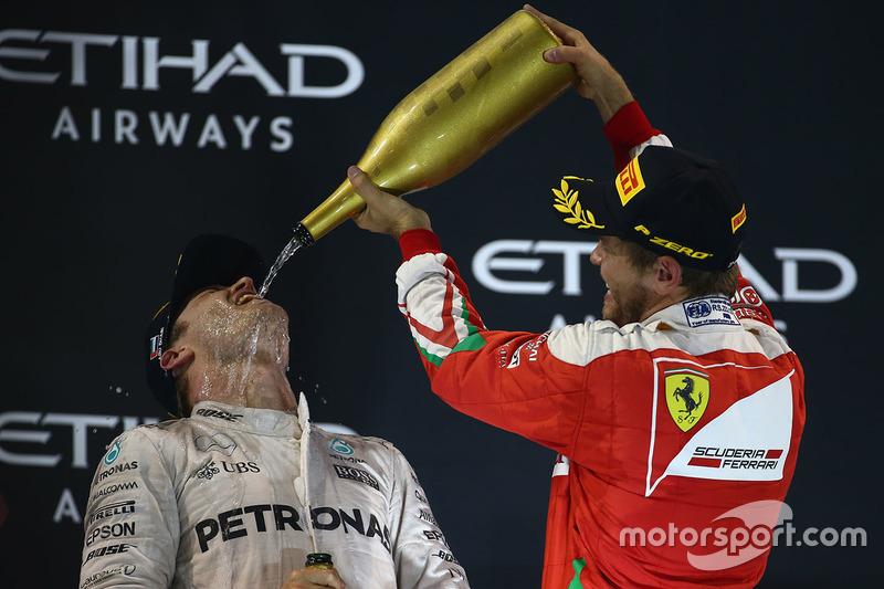 Podio: segundo lugar y campeón del mundo 2016  Nico Rosberg, Mercedes AMG F1 y el tercer lugar Sebastian Vettel, Ferrari