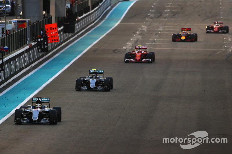 Lewis Hamilton, Mercedes AMG F1 W07 Hybrid lidera a Nico Rosberg, Mercedes AMG F1 W07 Hybrid