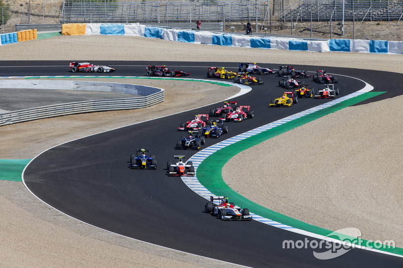 Alex Palou, Campos Racing, delante de Jordan King, MP Motorsport