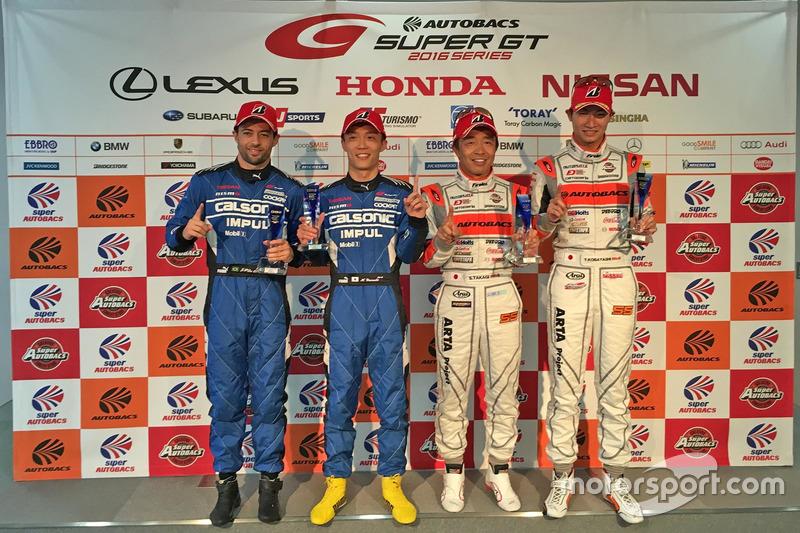 GT500 polesitters Hironobu Yasuda and Joao Paulo de Oliveira, Team Impul, GT300 polesitters Shinichi