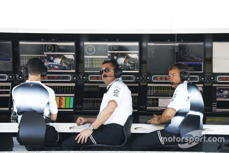 Eric Boullier, Direttore corse McLaren e David Redding, Team Manager McLaren, al muretto box