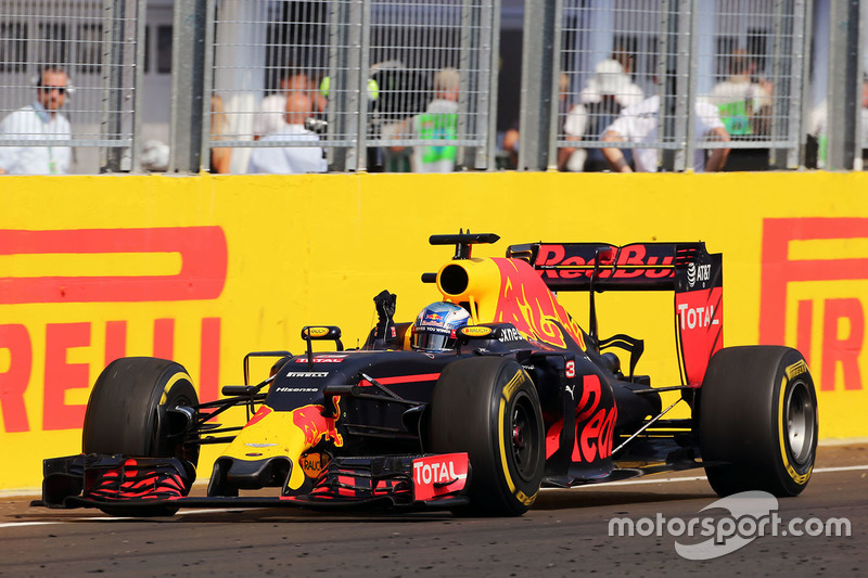 Daniel Ricciardo, Red Bull Racing RB12 celebrates his third position at the end of the race