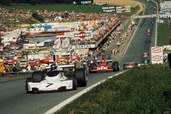 Carlos Reutemann, Brabham BT44 Ford leads Niki Lauda, Ferrari 312B3