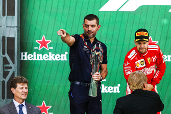 Guillaume Rocquelin, Head of Race Engineering, Red Bull Racing, receives the Constructors trophy