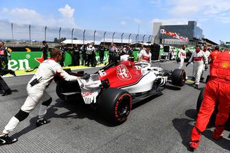 Charles Leclerc, Alfa Romeo Sauber C37, in griglia di partenza