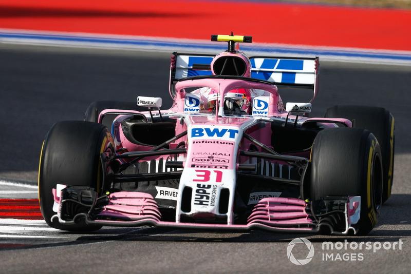 Esteban Ocon chegou a dar passagem para Sergio Pérez perseguir Magnussen, mas o mexicano devolveu o posto e o dinamarquês ficou em nono