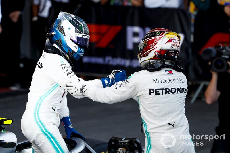 Race Winner Valtteri Bottas, Mercedes AMG F1 and Lewis Hamilton, Mercedes AMG F1 celebrate in Parc Ferme