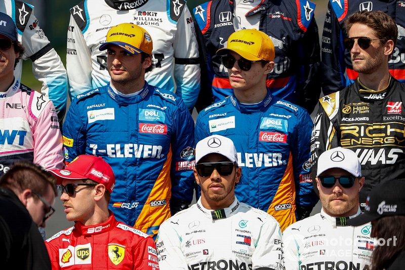 Carlos Sainz Jr., McLaren, Lando Norris, McLaren, Romain Grosjean, Haas F1, Sebastian Vettel, Ferrari, Lewis Hamilton, Mercedes AMG F1, y Valtteri Bottas, Mercedes AMG F1